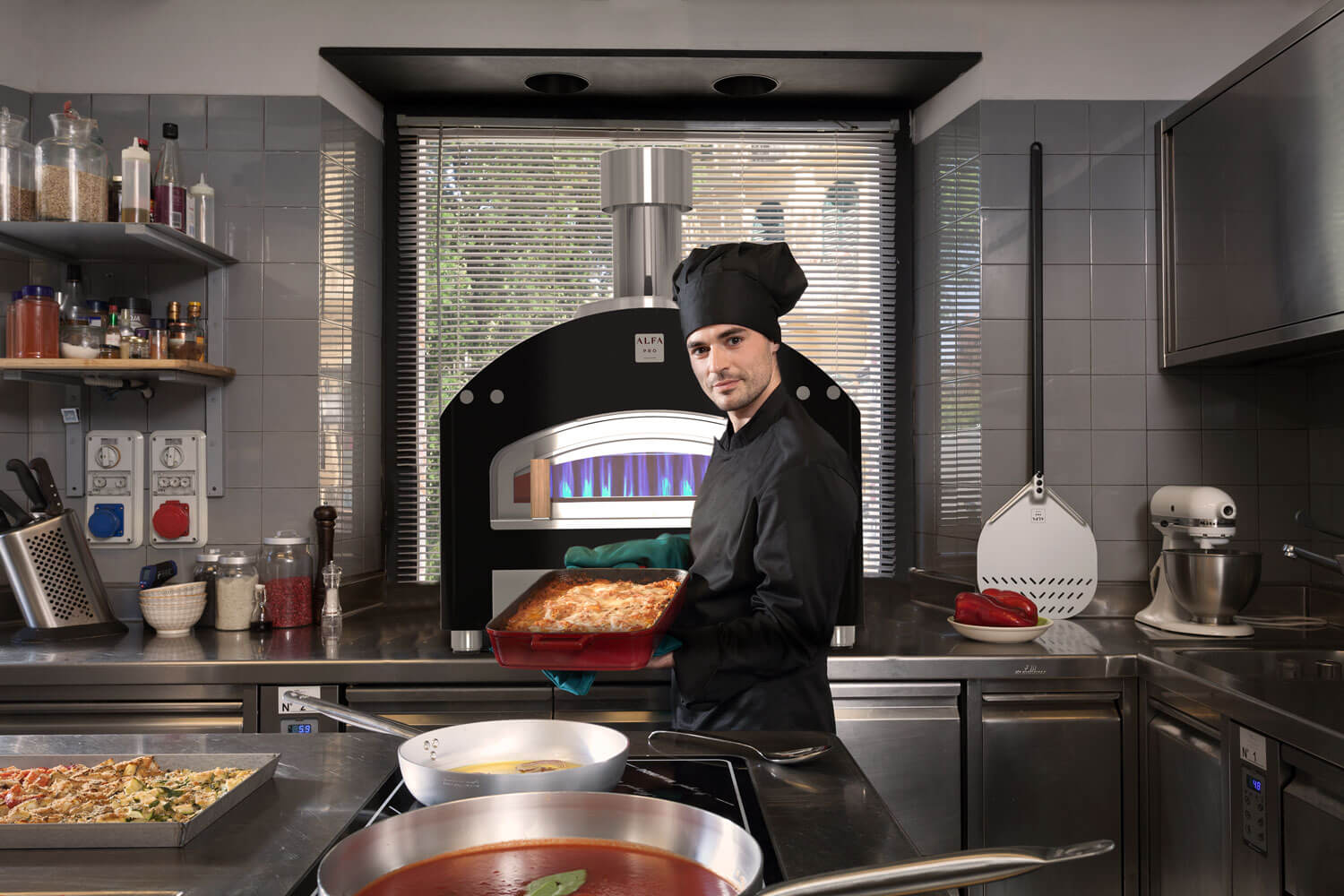 piazza-pizza-ovens-chef-cookign-with-compact-flame