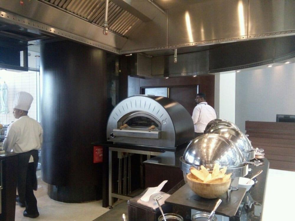choises_restaurant-doha-alfa_pizza-oryx_rotana-1