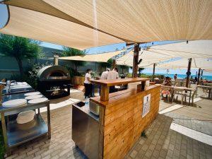 Verano 2020: el horno recobra vida en las playas y en las terrazas de los restaurantes.