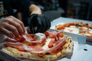 """Pizzerien nach der Covid-19-Pandemie – Die Gastronomie erfindet sich neu. Es gibt eine Lösung: Im """"Takeaway""""-Modell investieren!"""